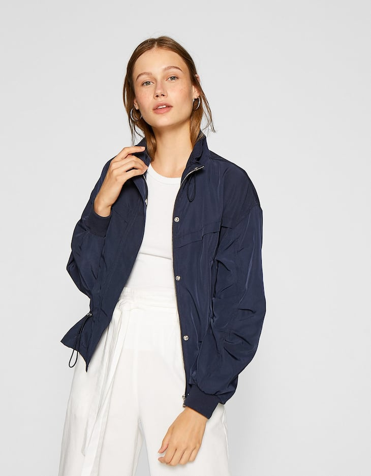 Short loose-fitting jacket