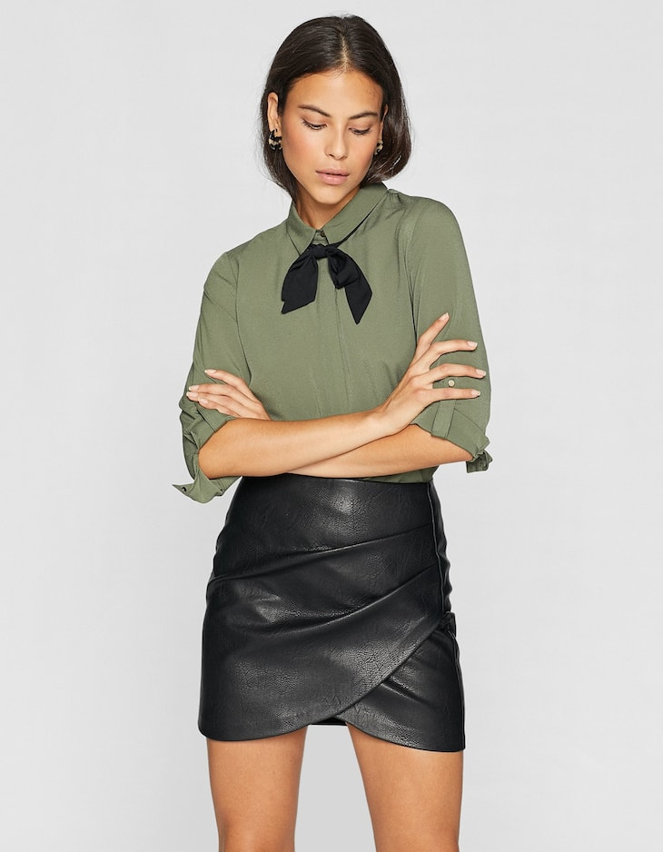 Shirt with black bow