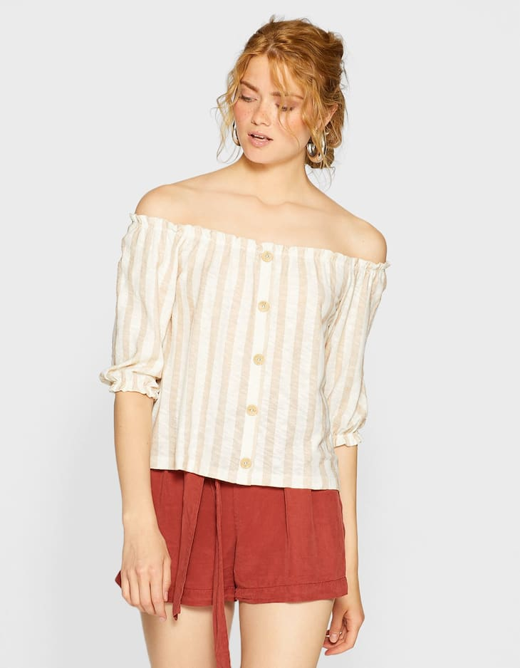 Rustic off-the-shoulder T-shirt