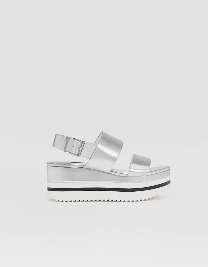 Chaussures compensées flatform métallisées argentées