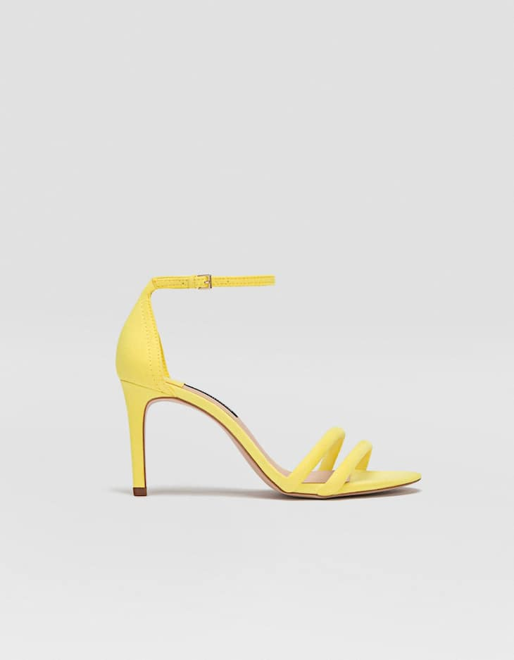 Sandalia tacón fino amarilla