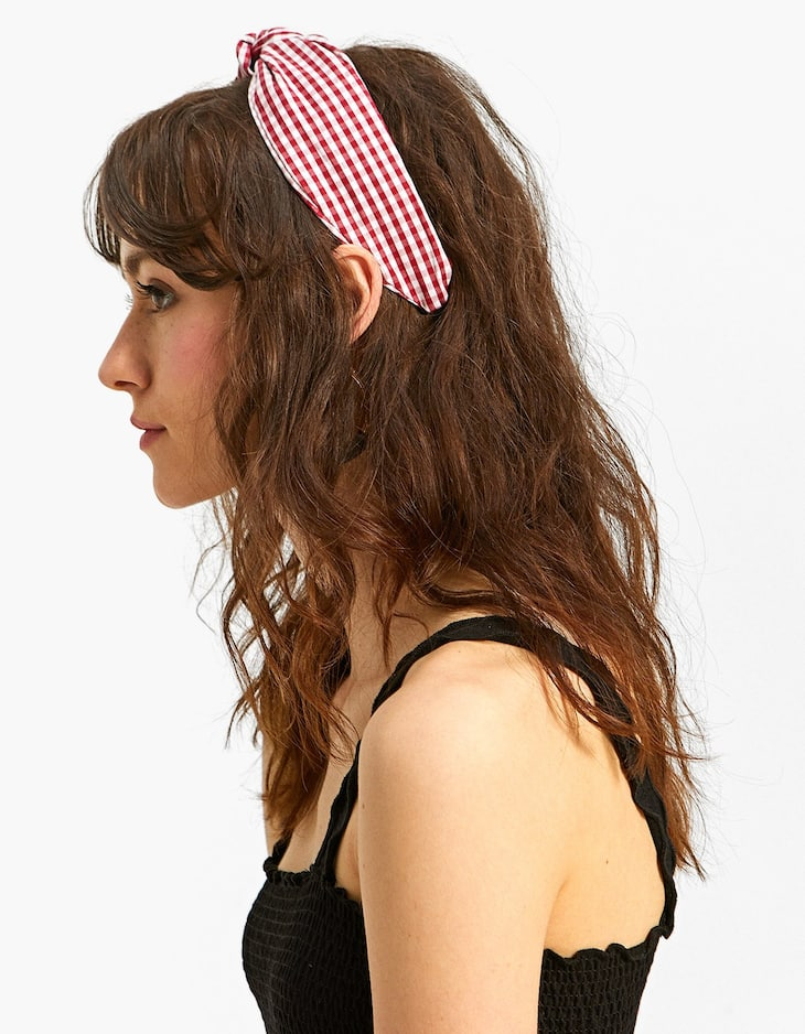 Rigid headband with a medium gingham print