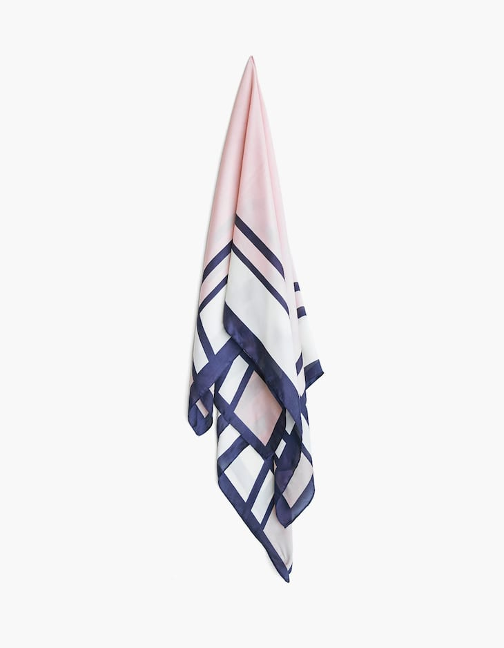 Scarf with geometric design