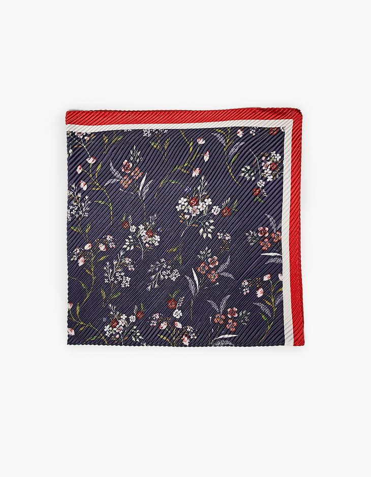 Pleated scarf with floral design