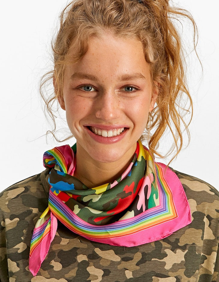Multicoloured camouflage scarf