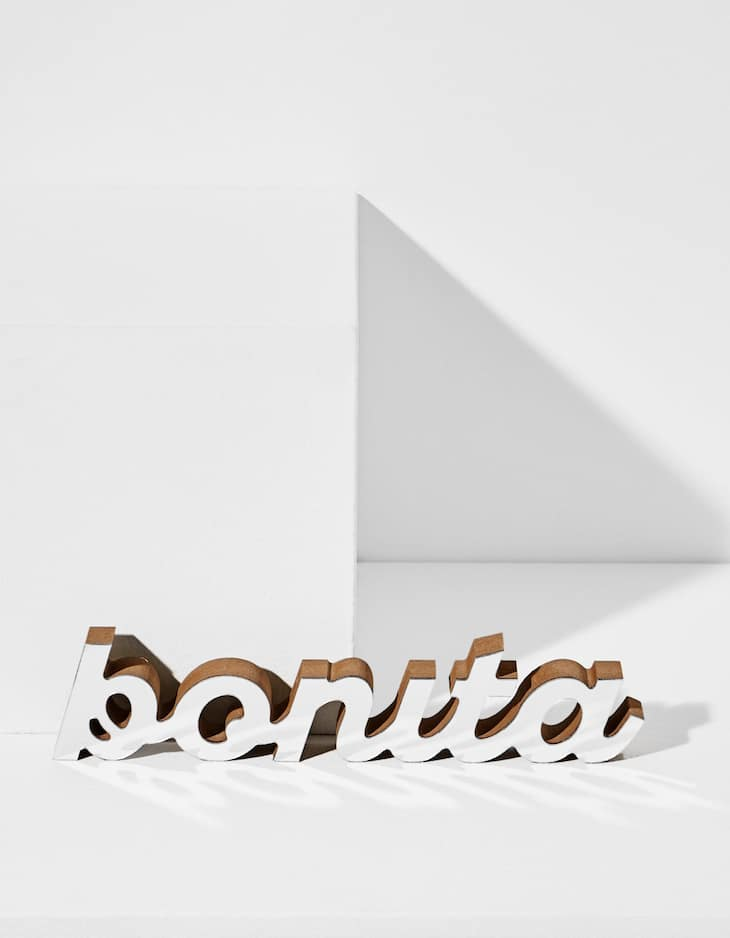 Mirrored 'bonita' sign