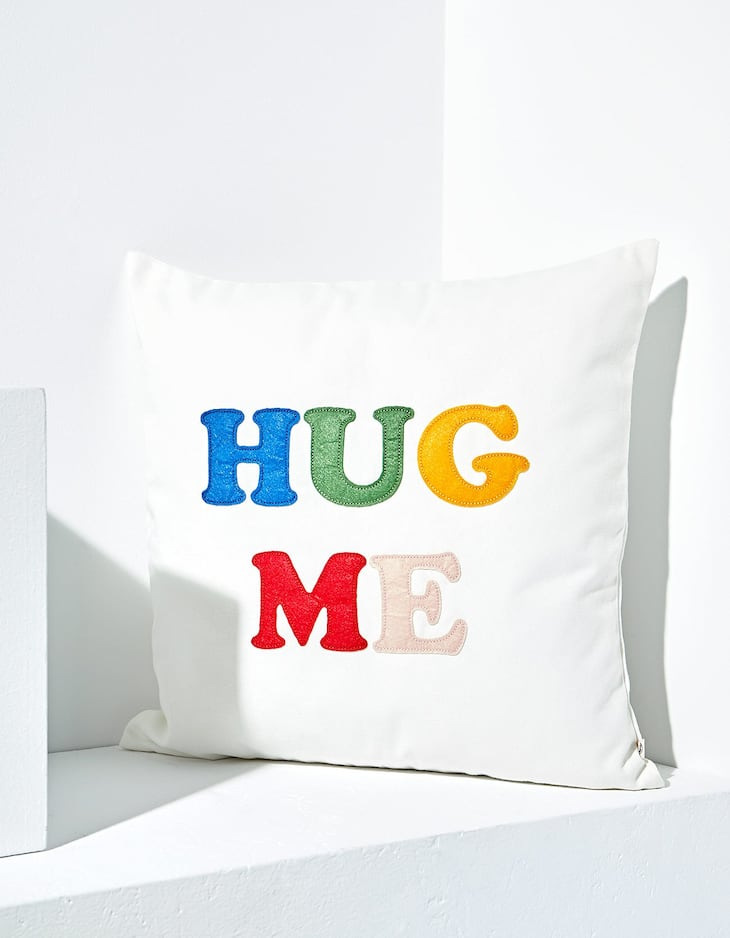 'Hug me' cushion cover