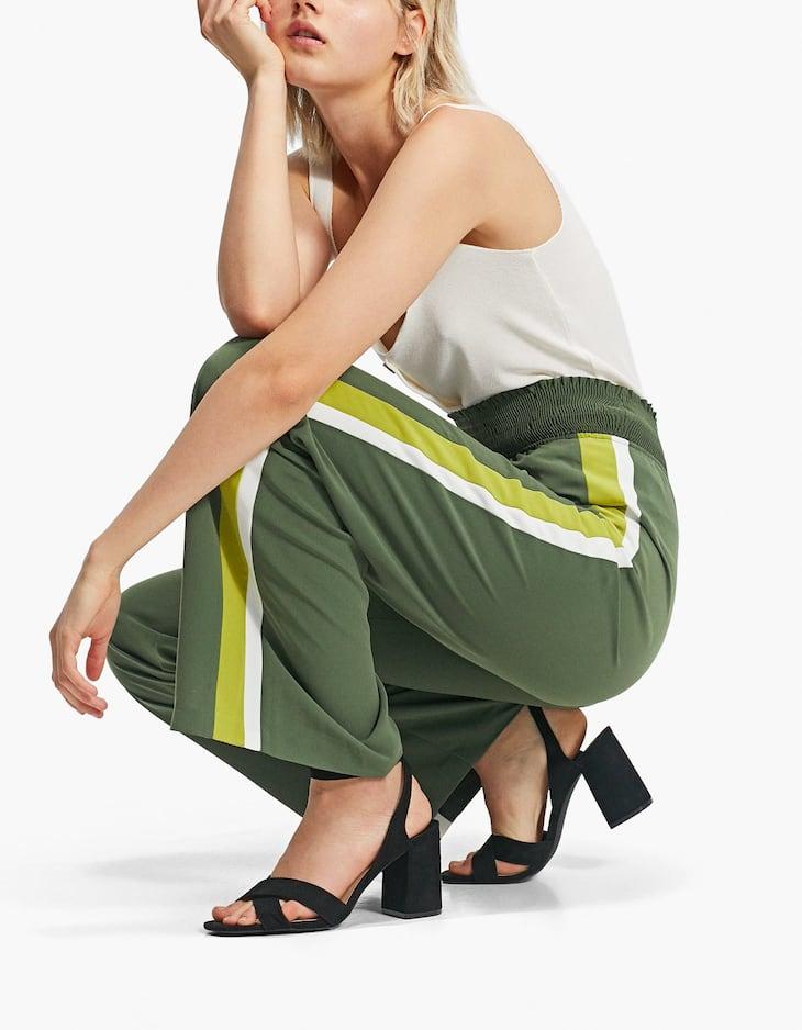 Pantaloni gamba larga con fascia laterale
