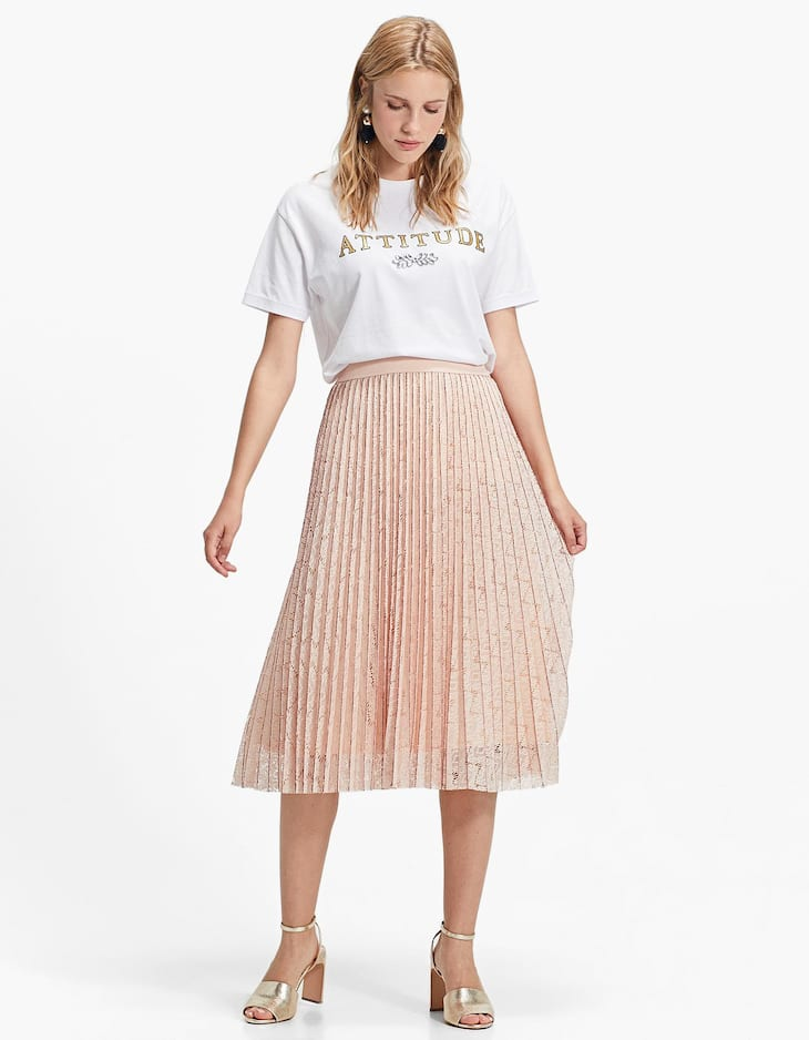 Pleated skirt with blonde lace
