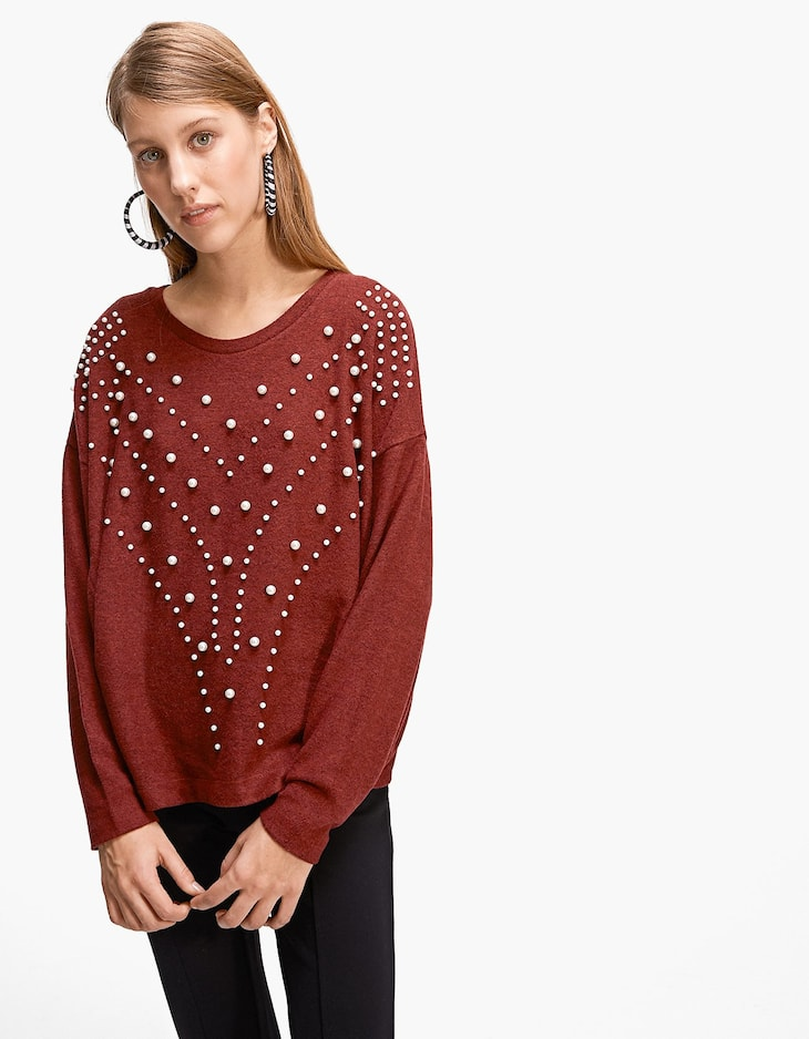 T-shirt embellished with faux pearls