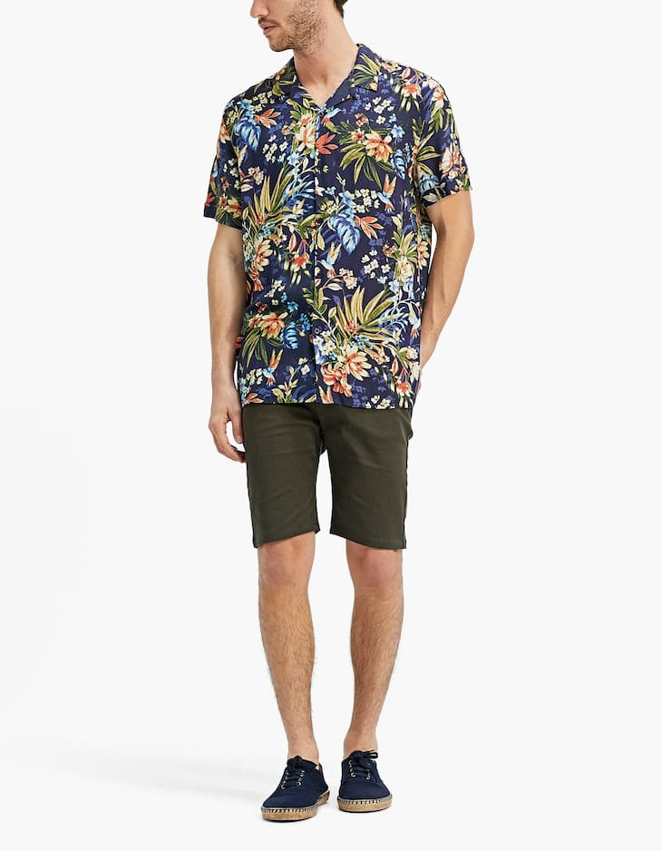 Five-pocket Bermuda shorts with key ring