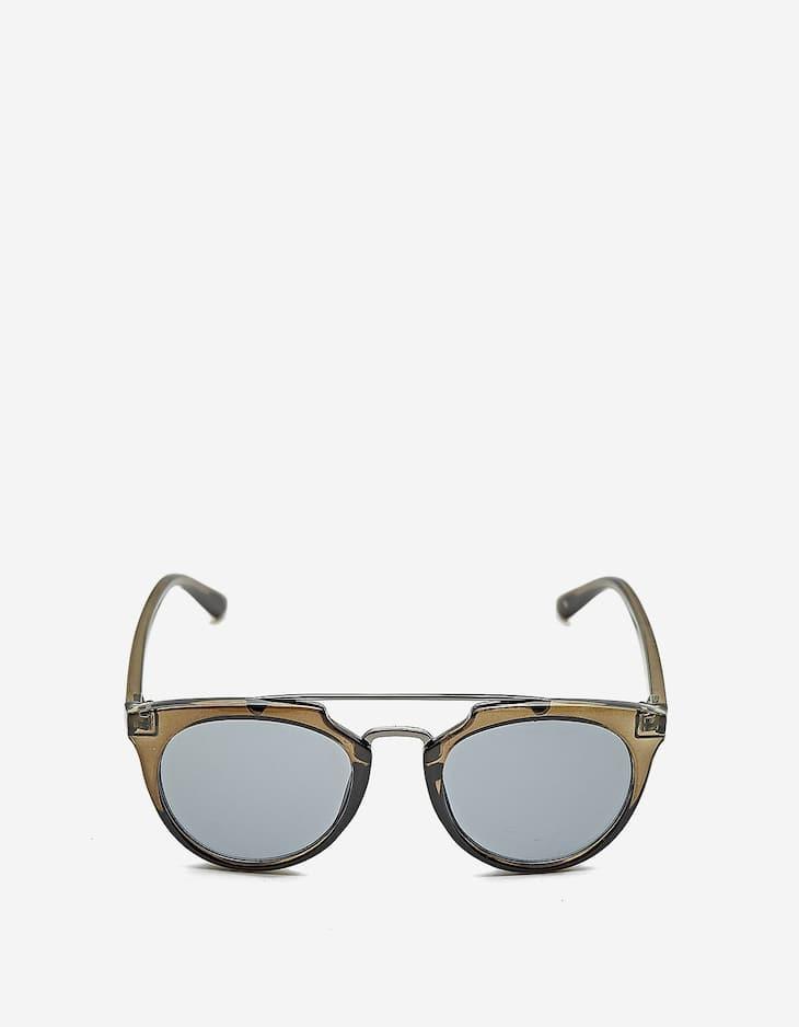 Sunglasses with tortoiseshell frame