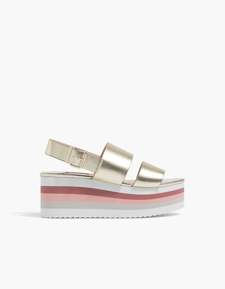 Flatform-Keilabsatzschuh in Metallic-Optik