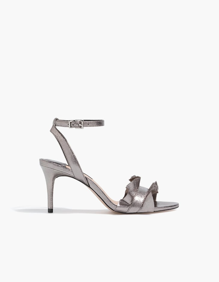 Metallic sandals with ruffles
