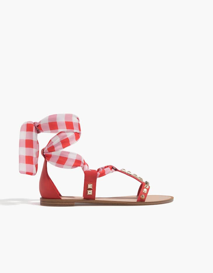 Flat sandals with studs and bow
