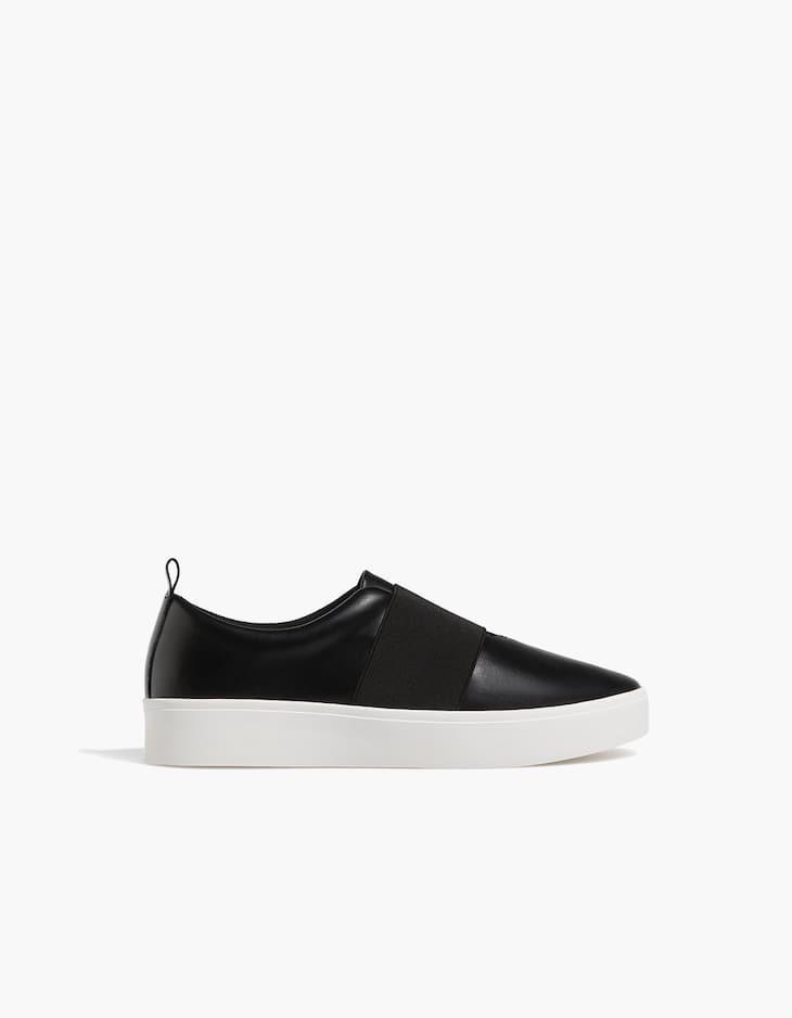 Schwarzer elastischer Sneaker