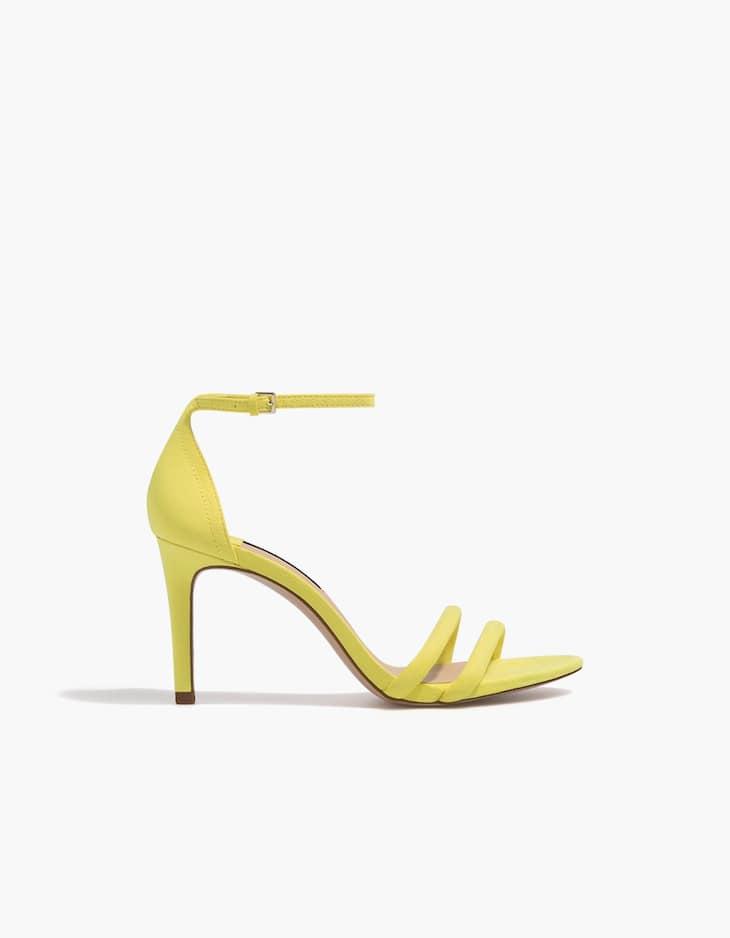 Żółte sandały na szpilce