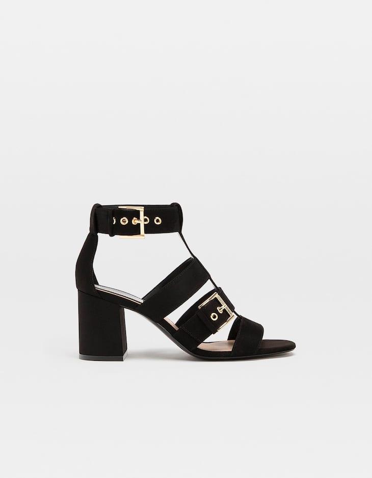 Sandales à talon noires avec boucles