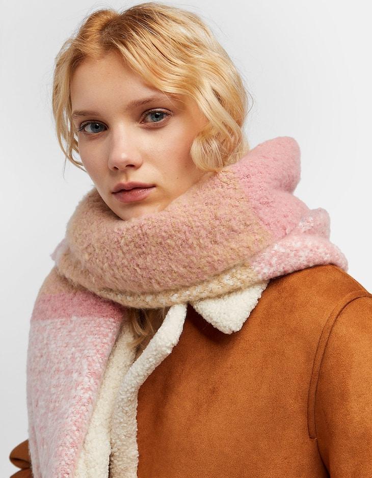 Feminine brushed thread scarf