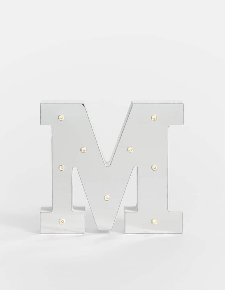 Lettera M in specchio argento