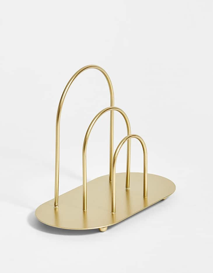 Oval-shaped metallic triple file holder