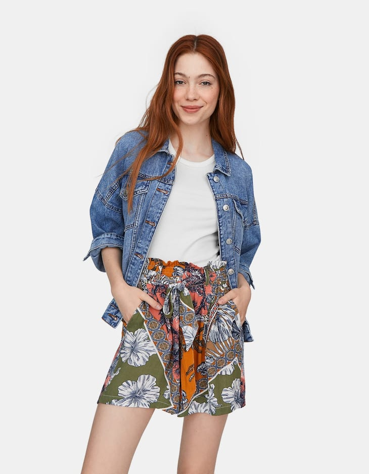 Loose-fitting crepe shorts