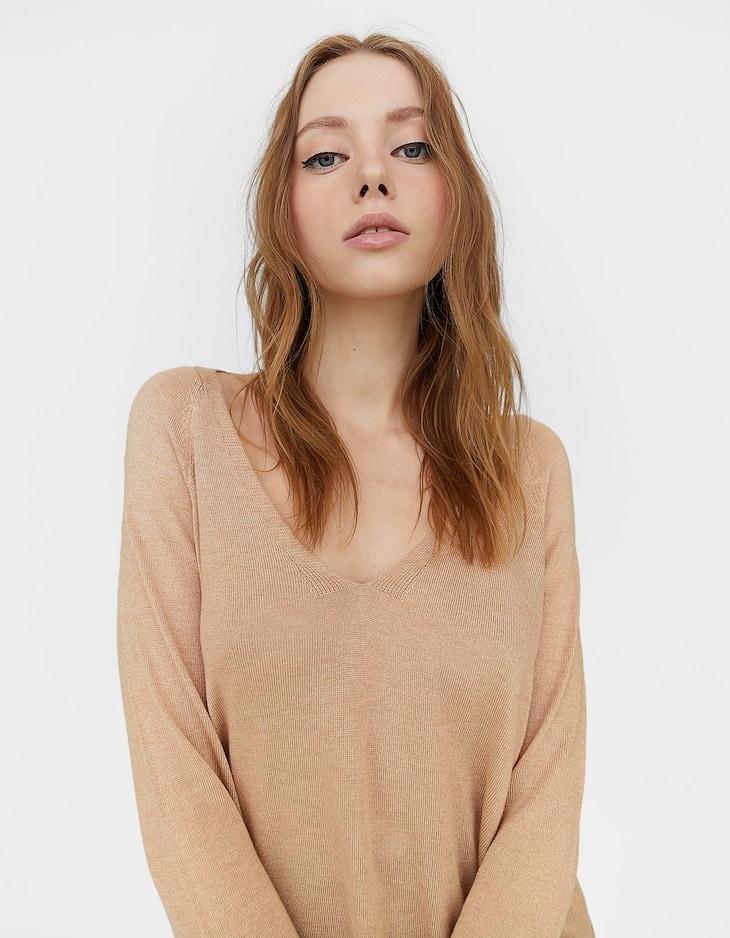 Raglan sleeve V-neck sweater