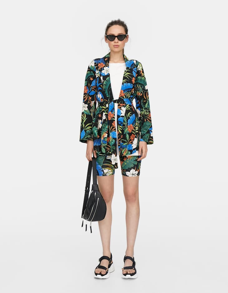 Printed loose-fitting blazer with belt