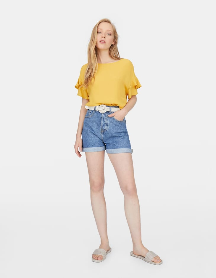 Blouse with short frilled sleeves