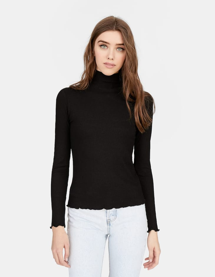 High neck T-shirt with lettuce-edge trims