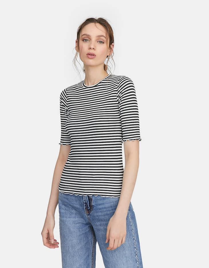 T-shirt with piping