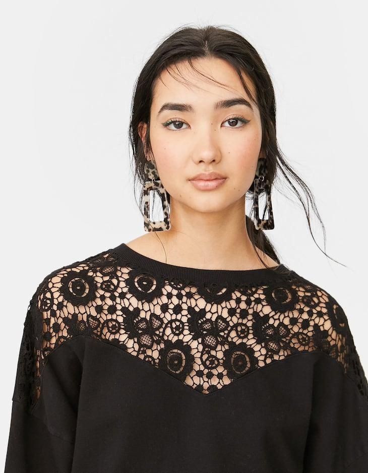 Sweatshirt with lace detail