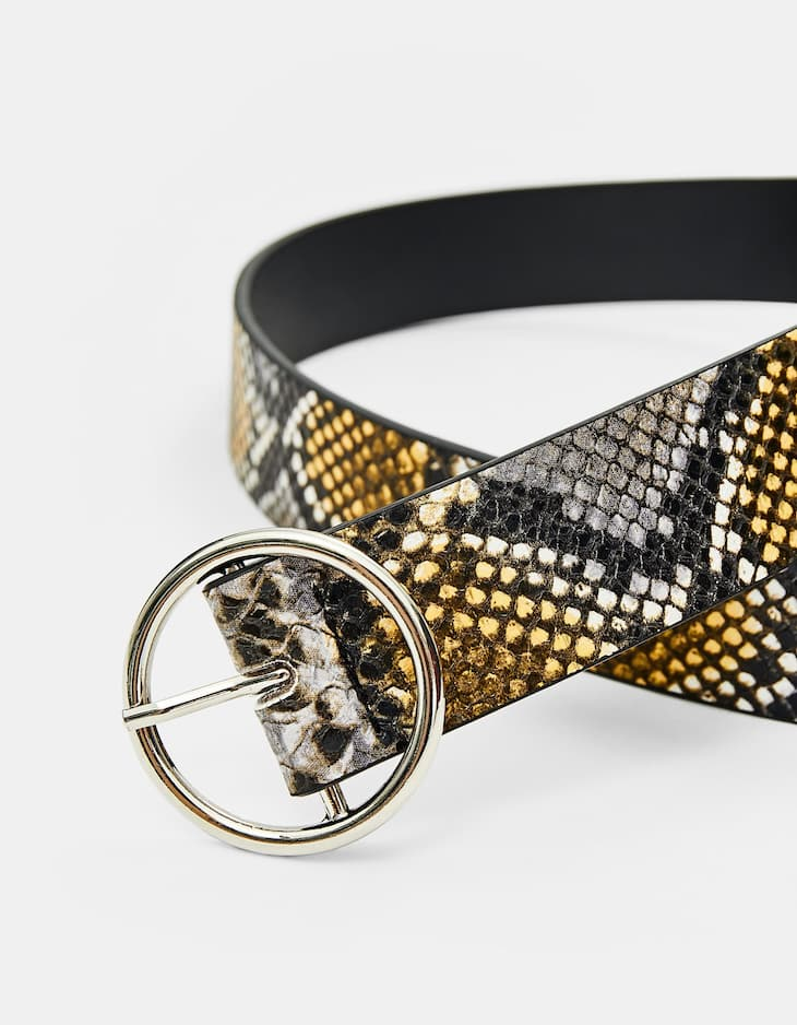 Basic faux snakeskin belt with round buckle
