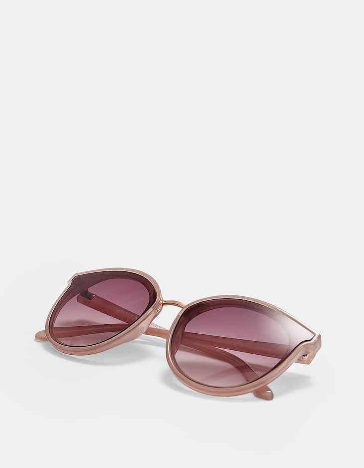 Óculos de massa com pormenor de metal