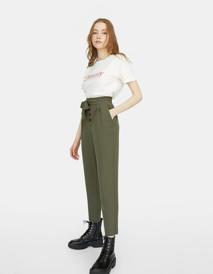 Baggy trousers with buttons
