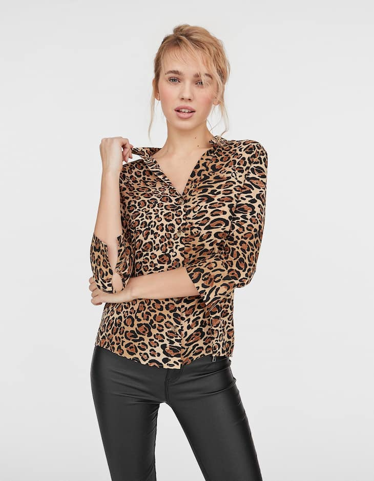 Shirt with leopard print neckline