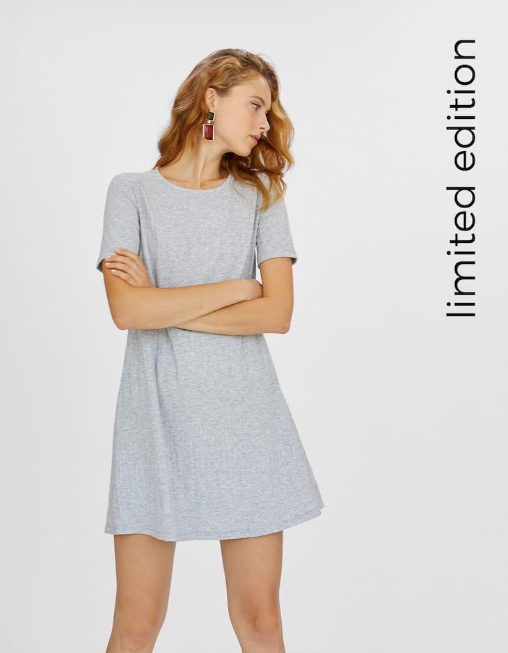 Kurzes weites Kleid mit Rippenmuster