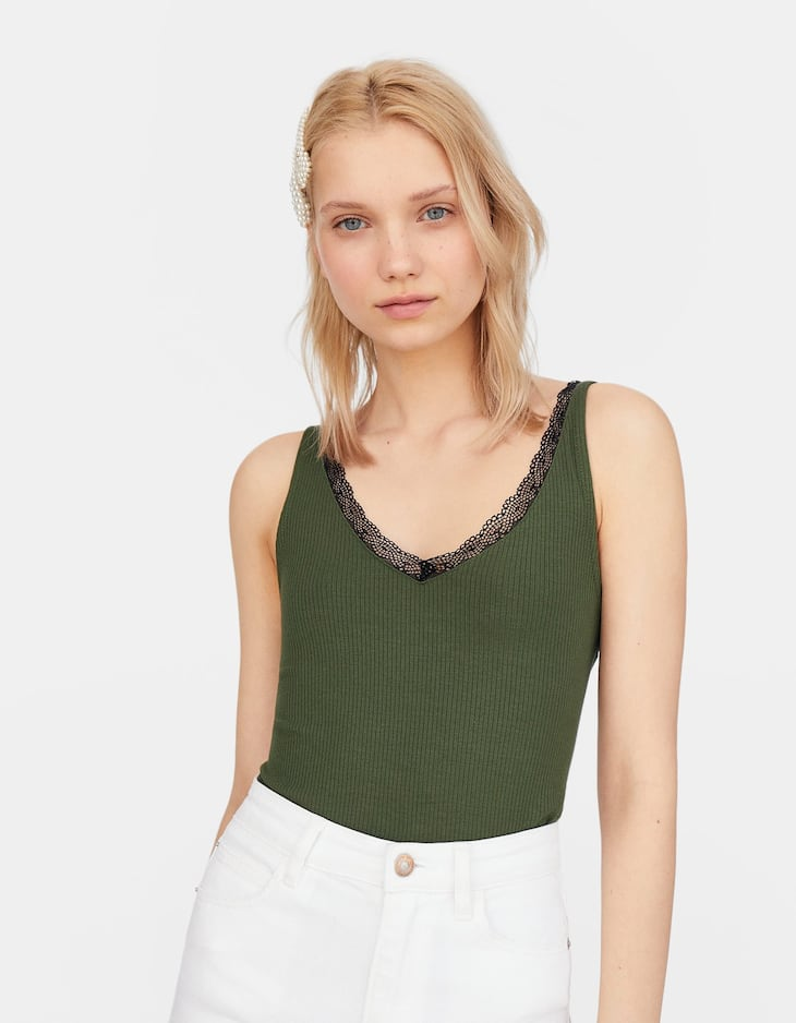 Top with straps and lace trim
