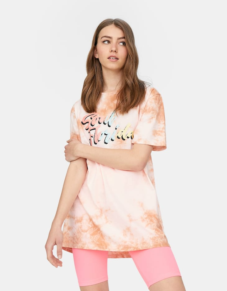 T-shirt oversize tie-dye inscription