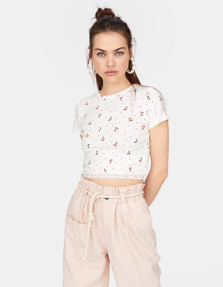 Stradivarius - Lace-trimmed Cropped T-shirt - 1