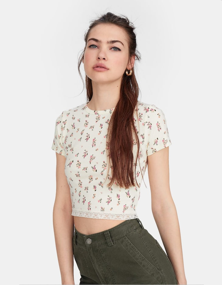 Lace-trimmed cropped T-shirt