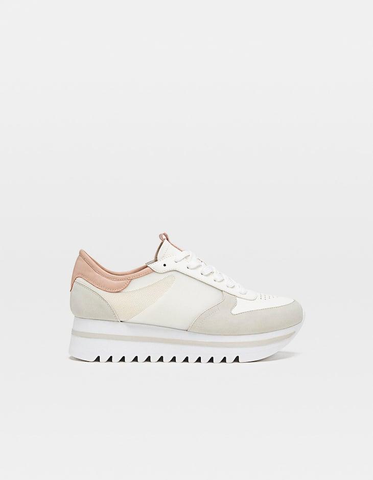 Zapatillas plataforma blancas detalle talón