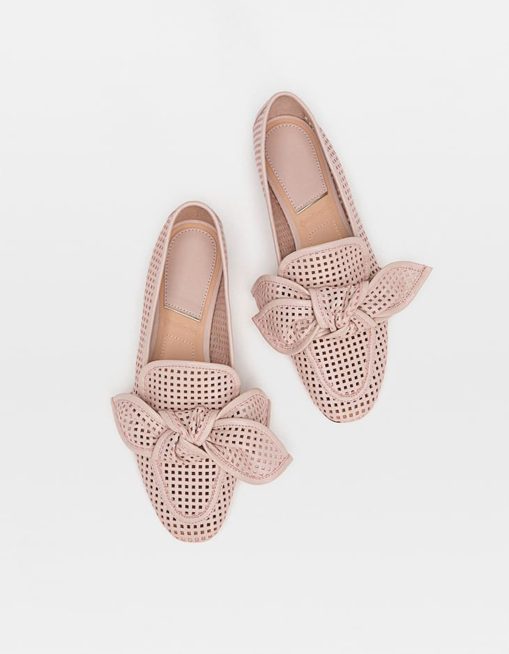 Pink ballerinas with bow