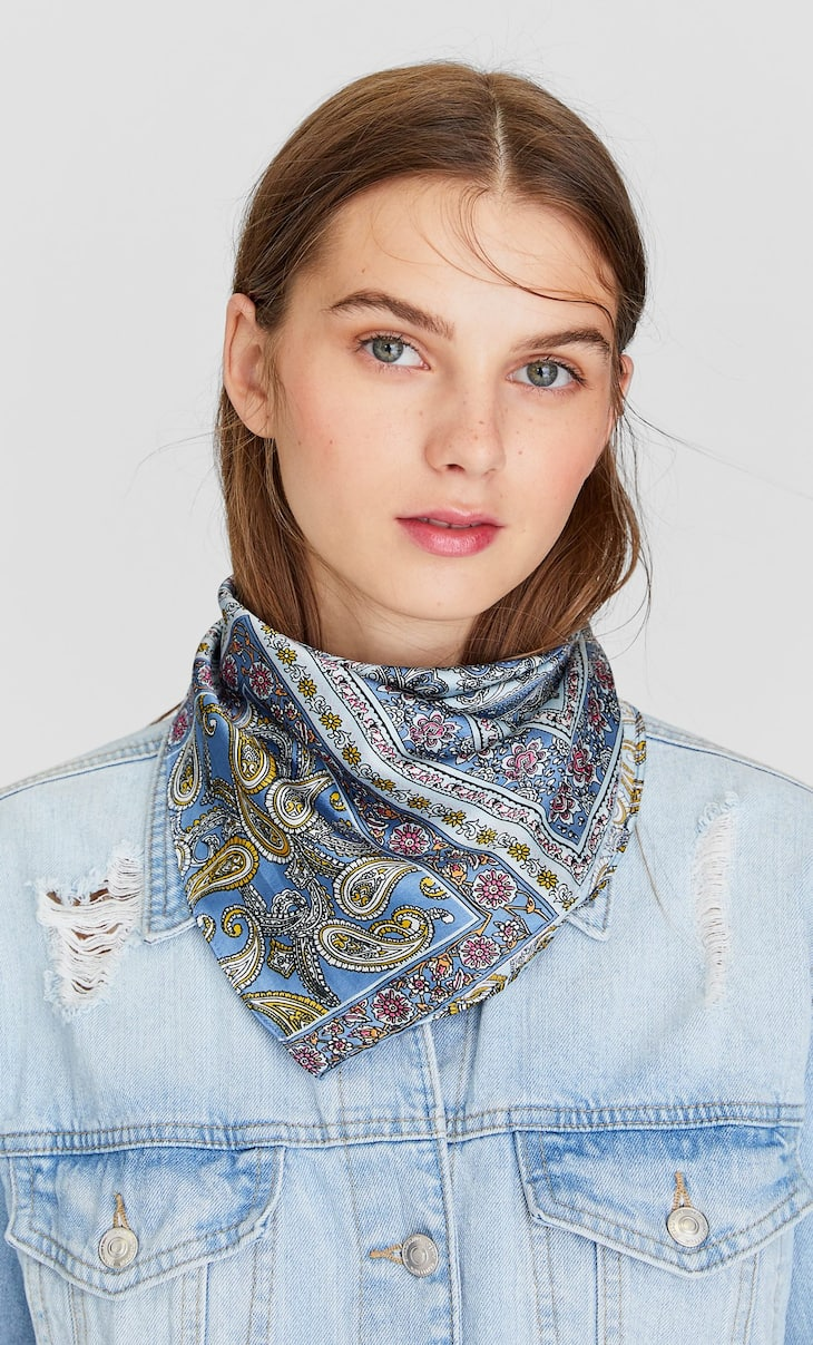 Paisley scarf in blue tones