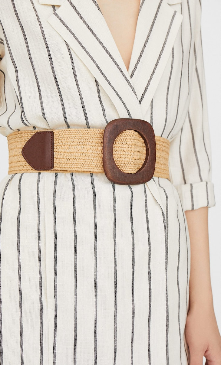Raffia belt with wooden buckle