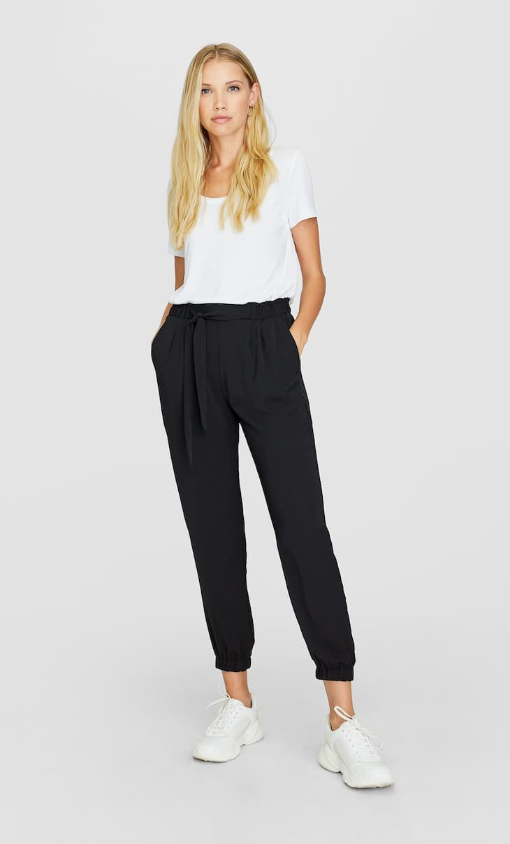 Basic baggy trousers with belt