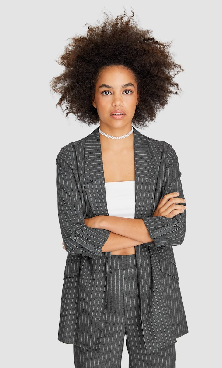 Loose-fitting striped blazer