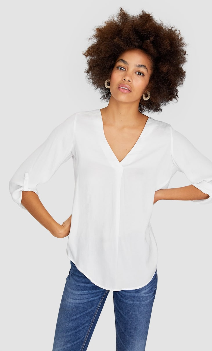 V-neck shirt with 3/4 length sleeves