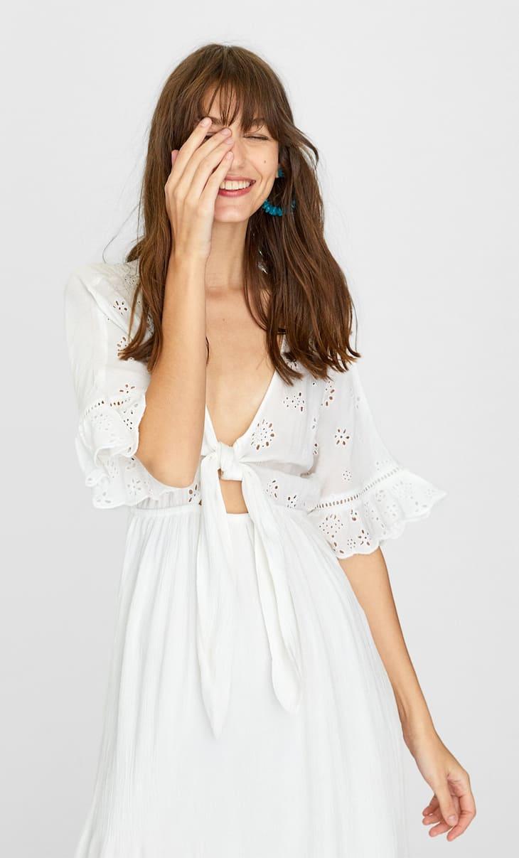Длинное платье с ажурной вышивкой
