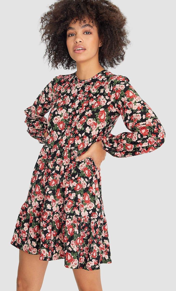 Krótka sukienka z prążkowanego materiału